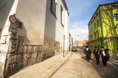 Één van de straten in historisch centrum van Krakau Stock Afbeelding