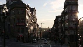 Één van de straten in historische Oude Porto stock footage