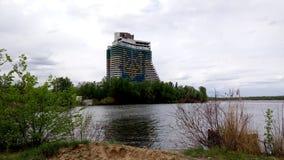 Één van de symbolen van de stad van Dniepr Het hotel van het schipzeil op de rivier Dniepr Stock Foto