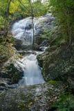 Één van de Vele Prachtige Draperende Watervallen door de Crabtree-Dalingensleep royalty-vrije stock afbeelding