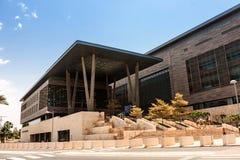 Één van de wetenschapsgebouwen in de Koning Abdullah University van Wetenschap en Technologiecampus, Thuwal, Saudi-Arabië royalty-vrije stock afbeeldingen