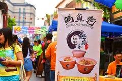 Één van het Voedsel dat bij het Festival van Kuching Mooncake in Kuching, Sarawak wordt verkocht royalty-vrije stock foto