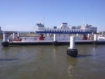Één van vijf Ferry& x27; s dat u uit Galveston Texas aan het Bolívarschiereiland neemt stock afbeeldingen