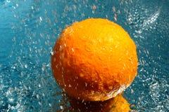 Één verse sinaasappel Stock Foto's