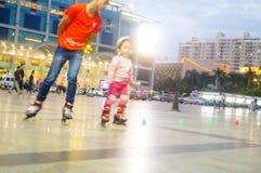 3 éénjarigen Chinese meisje het praktizeren katroloefening Royalty-vrije Stock Foto