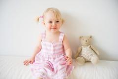 2 éénjarigenmeisje Stock Afbeeldingen