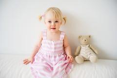 2 éénjarigenmeisje Royalty-vrije Stock Afbeeldingen