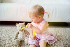 2 éénjarigenmeisje Royalty-vrije Stock Afbeelding