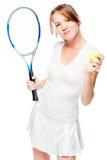 30 éénjarigenmeisje met een racket en een tennisbal op een wit Stock Foto's