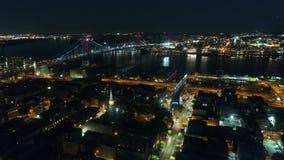 难以置信的黑暗的夜光照明都市风景的寄生虫空中4k全景跨线桥现代费城市街市 股票视频