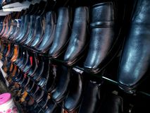 鞋子购物的批发市场 免版税库存照片