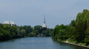 都灵托里诺全景有安托内利尖塔和河的Po,意大利 免版税库存照片