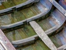 里面老木渔船用在渔夫村庄主要找到的水 免版税库存照片