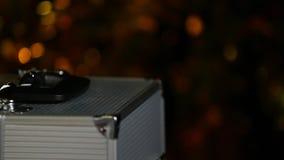 金属盒面具金bokeh木桌hd英尺长度没人 影视素材