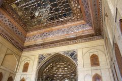 镜子霍尔在Chehel Sotoun宫殿,伊斯法罕,伊朗 免版税库存照片
