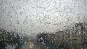 雪在路的玻璃看法熔化 库存照片