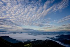 雾海与森林和山谷的,美丽在自然风景,土井图勒岛,来兴府,泰国 库存图片