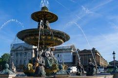 雕塑和喷泉在广场DE巴黎,法国 库存照片