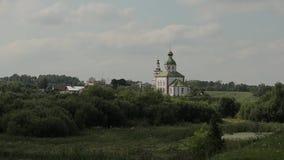 通常村庄教会的看法小山的 股票录像