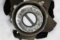 锁在4个轮子推进提取的插孔 库存图片
