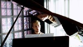 钢琴演奏家弹钢琴 接近的现有量 4K 已知的大平台钢琴 影视素材