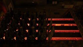 钢铁厂植物 金属管在金属工厂的生产线 热的钢管生产线 冶金学 滚动的金属 免版税库存图片