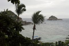 É ficado situado ao sul da ilha de Koh Tao um nam pequeno da baía Foto de Stock Royalty Free