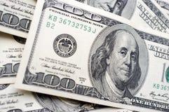 É muitas 100 notas de dólar Fotografia de Stock