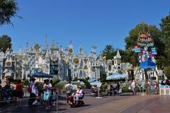 É um mundo pequeno, Disneylândia Foto de Stock