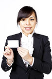Mulher de negócio com cartão conhecido fotografia de stock royalty free
