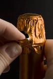 Écaillement hors fonction du clinquant sur le champagne Photographie stock