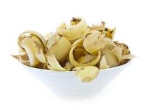 Écaillements de pomme de terre dans la cuvette photographie stock