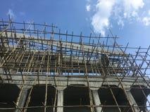 Échafaudage fait en bambou utilisé dans la construction photo stock