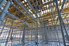 Échafaudage métallique de vue large à l'intérieur de la construction Images stock