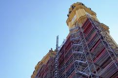 Échafaudage pour la restauration d'un bâtiment Image stock