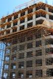 Échafaudage sur le chantier de construction Image libre de droits