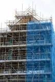 Échafaudage sur le chantier de construction d'immeuble images stock
