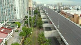 Échange avec la route et le chemin de fer à Manille banque de vidéos