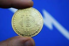 Échange, bitcoin de pièce de monnaie et son programme de chute Photo libre de droits