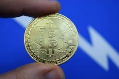 Échange, bitcoin de pièce de monnaie et son programme de chute Photos stock