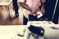 Échange d'argent avec des produits images libres de droits
