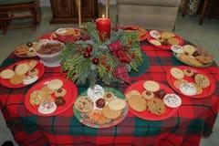 Échange et cadeaux de biscuit de Noël Photos libres de droits