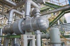 Échangeur de chaleur à l'usine de raffinerie Photographie stock libre de droits