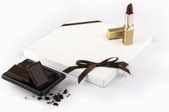 Échantillon blanc moderne de porte de cuisine sur la table blanche Portes de cuisine décorées dans le brun Photographie stock