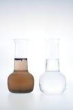 Échantillon de l'eau propre et modifiée Images stock