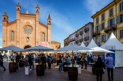 Échantillon de vin chez Vinum alba, Italie photographie stock libre de droits