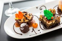 Échantillon des pâtisseries de chocolat de vin et de petit pâté au chocolat Photo libre de droits