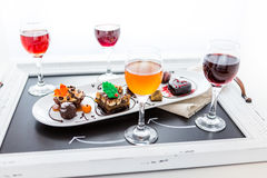 Échantillon des pâtisseries de chocolat de vin et de petit pâté au chocolat Photographie stock