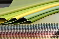 Échantillon en cuir coloré images stock