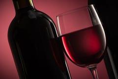 Échantillon et célébration de vin Photographie stock libre de droits